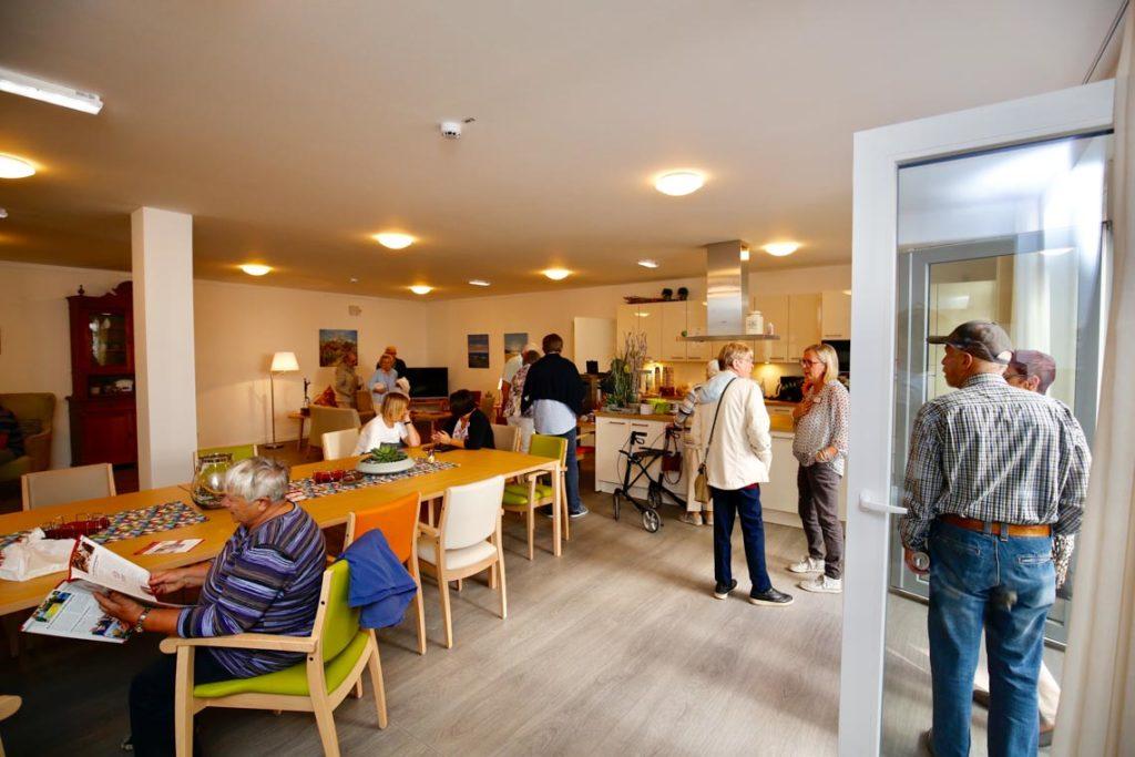 In der Wohnküche gibt es Kaffee und Waffeln und Antworten auf alle Fragen. (Foto: SMMP/Beer)
